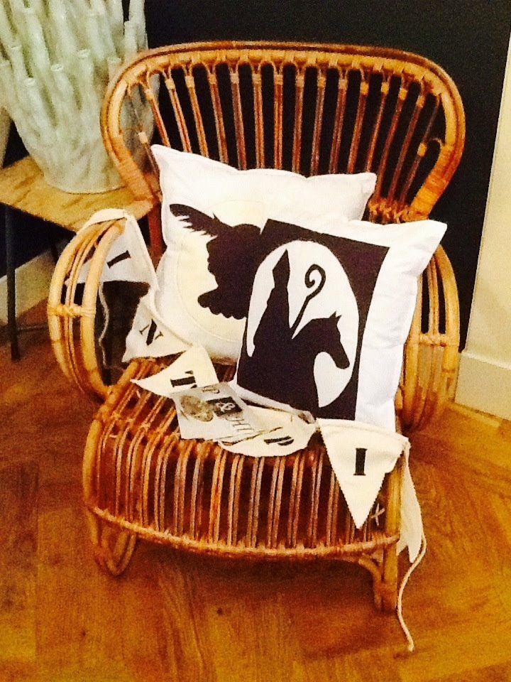 sinterklaas en piet kussenhoesjes in de maat 40x40 als set van 2 stuks in wit zwart 12,50. verkrijgbaar via www.philomenelensveld.blogspot.nl of like mij op facebook onder de naam philomene lensveld