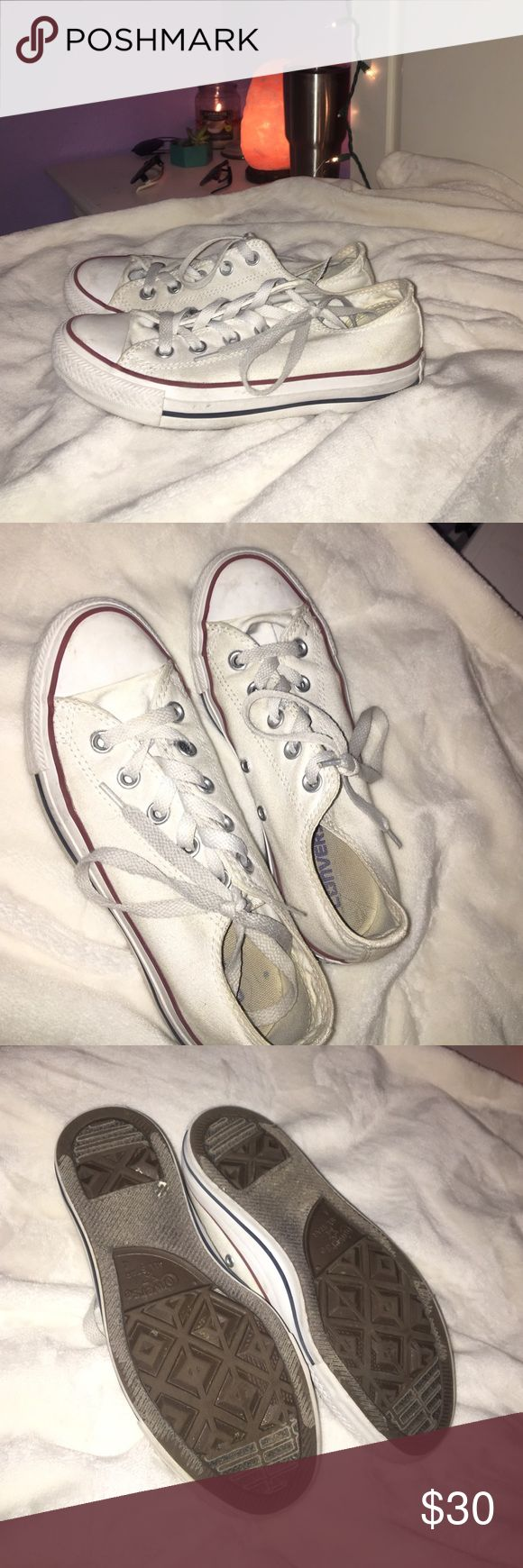 WHITE LOW TOP CONVERSE supet cute low top converse perfect for any look!! SIZE 4 BUT RUN TO ABOUT A 5 Converse Shoes