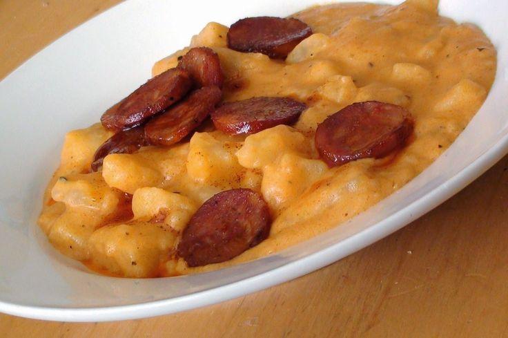 A krumplifőzeléketakkor sem tudod elrontani, ha soha nem volt a kezedben fakanál.Finom és nagyon gyors. Burgonyafőzelék I. A meghámozott nyers burgonyát felkarikázzuk és hideg vízbe[...]