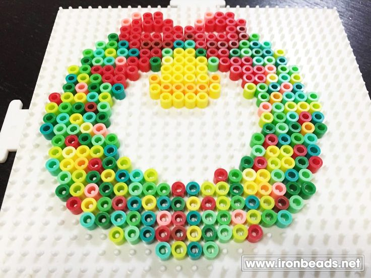 Christmas wreath perler beads                                                                                                                                                                                 もっと見る
