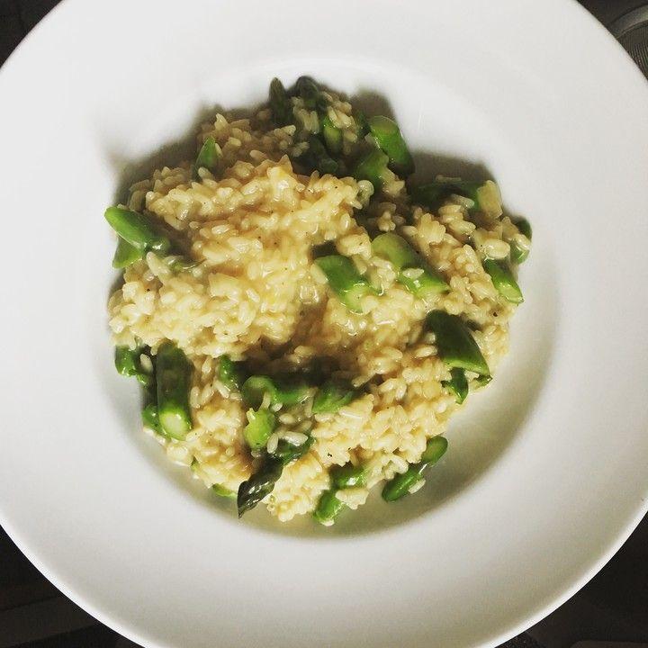 Risotto mit grünem Spargel und Parmesan, ein gutes Rezept aus der Kategorie Gemüse. Bewertungen: 184. Durchschnitt: Ø 4,6.