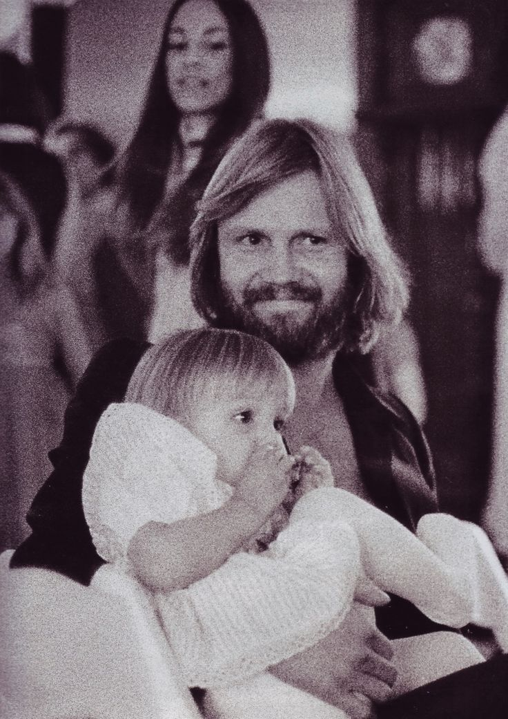 In the arms of dad, Jon Voight