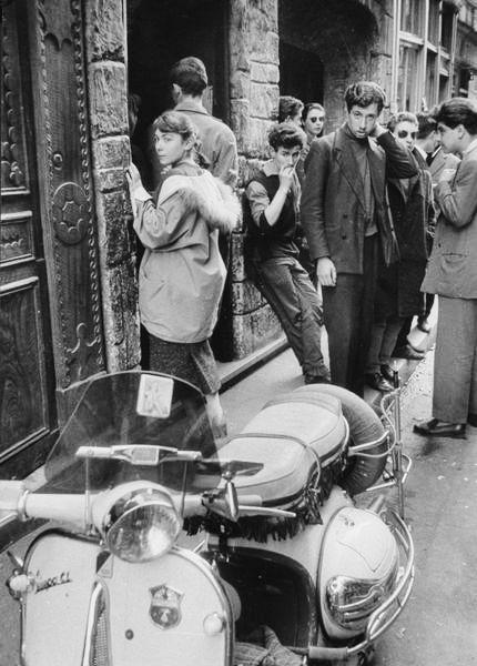 Rue de la Huchette Paris 1967 Photo: Willy Ronis