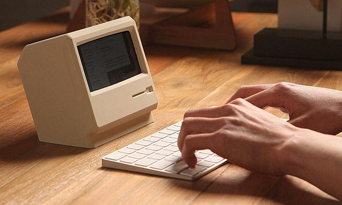 Stojánek udělá z iPhone malý počítač Macintosh