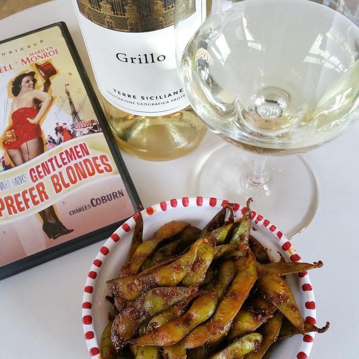 #nibbles #vino & movie?  #tunisianedamame @DiGiovan1 #grillo #sicily #italy #gentlemenpreferblondes #MarilynMonroe