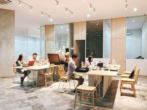 Berikut ini adalah co-working space yang juga asyik untuk nongkrong bareng sekaligus diskusi bisnis.  #startups #coworkingspace #surabaya