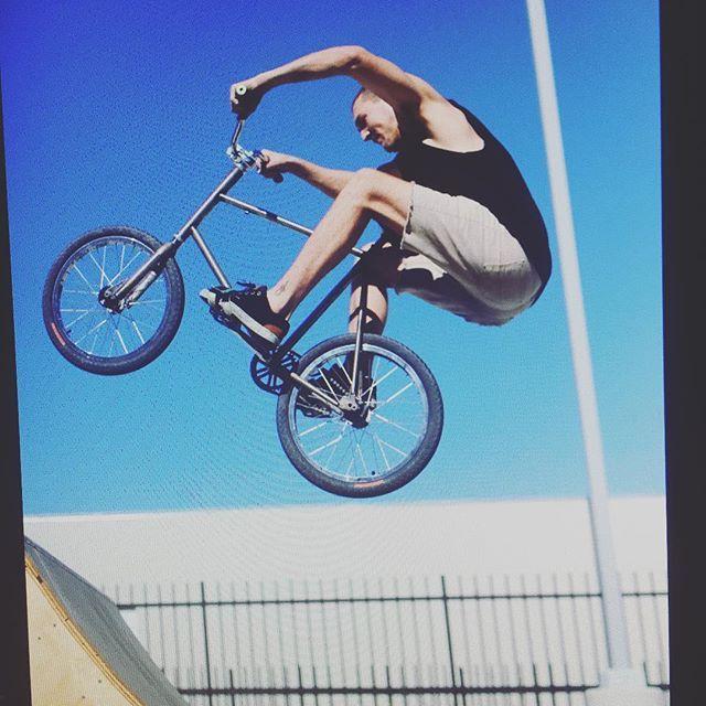 @fuckjoemckeag #trickmixie #streetfashion #bmx #bmxlife #streetwear #california #fixie #fgfs #bikelife #bike #bicycle #mashup #air #fixedgear #scratchtracks