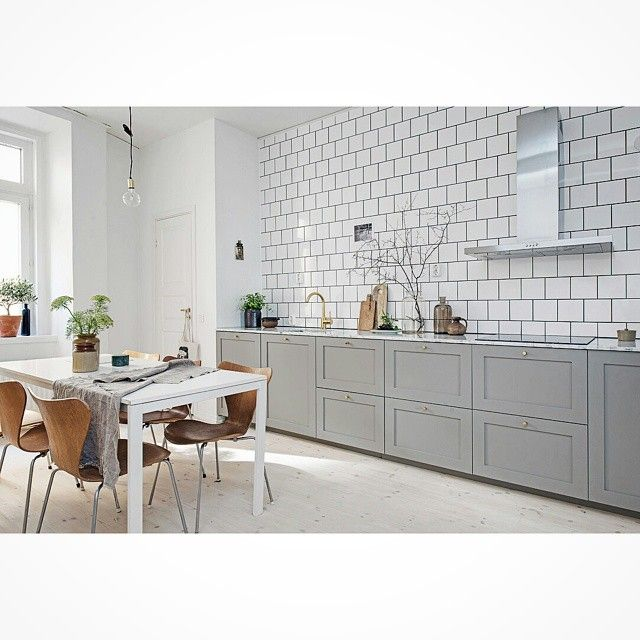 Profil 1 #ncs #profil #ram #shaker #lantkök #shakerstil #grå #gray #exklusiv #exclusive #kitchen #cabinets #ikea #kök #köksrenovering #köksluckor #kökinspiration #köksdrömmar #kitcheninterior #kitcheninspiration #kitchendesign #interior #interiör #decoration #decor #design #designinspiration #marmor #marble #kakel