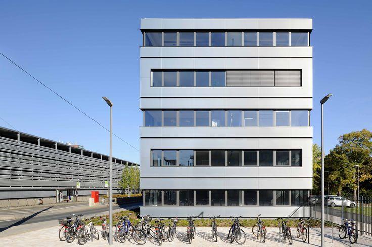 Technopark Siemens AG, Nuremberg   Germany by Brückner & Brückner architects   Photo: Ralf Dieter Bischoff  ALUCOBOND® naturAL Brushed