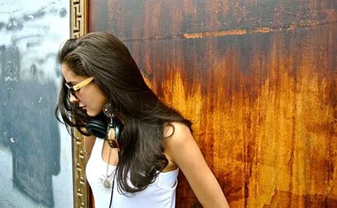 Brazil's DJ Juliana Lima hosts her website re-launch party at Lantern's Get Connected