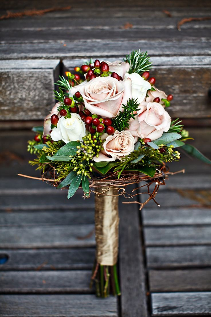 The subtle winter touches to this bouquet are a gorgeous detail. #winterweddings #weddings #bouquet