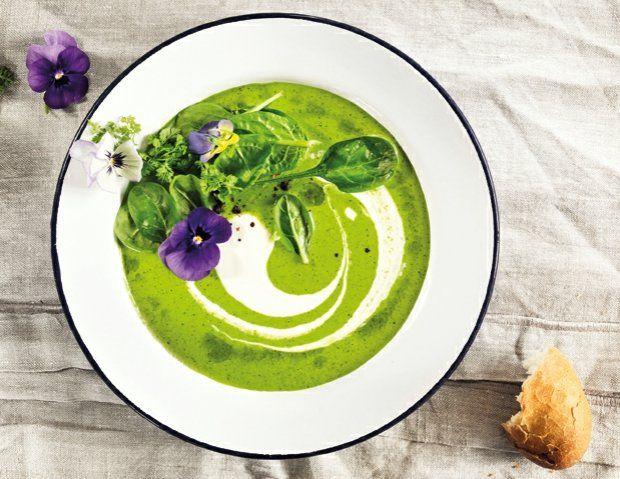 Špenátová polévka s pestem