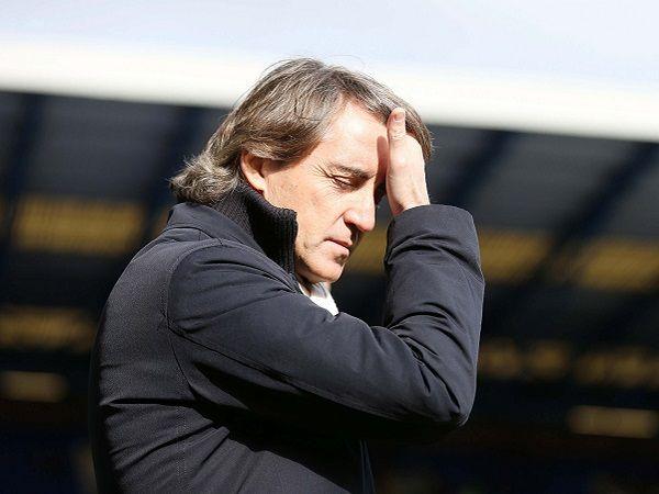 Ligaolahraga - Pelatih Inter Milan, Roberto Mancini membantah telah terjadi perpecahan di ruang ganti Il Nerazzurri menyusul kekalahan memalukan dari Lazio di Stadio Giuseppe Meazza dengan skor 1-2 pada hari Minggu (20/12) lalu.