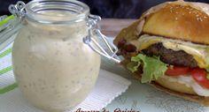 sauce pour burger maison portions: 6 - Prep  5 min Ingredients 2 c a soupe d'oignon frit 4 a 5 c a soupe de mayonnaise 2 c a soupe de ketchup ( vous pouvez diminuez si vous n'aimez pas le gout sucré salé) 2 c a soupe de moutarde 2 c a soupe de ciboulettes fraîches hachées ( même la séchée fera l'affaire) 2 c a soupe de persil haché ( j'utilise le persil séché) 2 petits cornichons râpés.