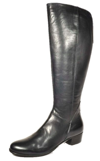 #1 Everybody boot for Winter - Essence. Our first boot purchase in our 'Warm Up This Winter' promotion. www.clutchthoseheels.com