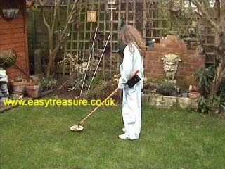 Metal Detector by www.easytreasure.co.uk -- Homemade battery-powered metal detector utilizing beat frequency oscillators. Constructed from plywood, pipe fittings, and wood. http://www.homemadetools.net/homemade-metal-detector