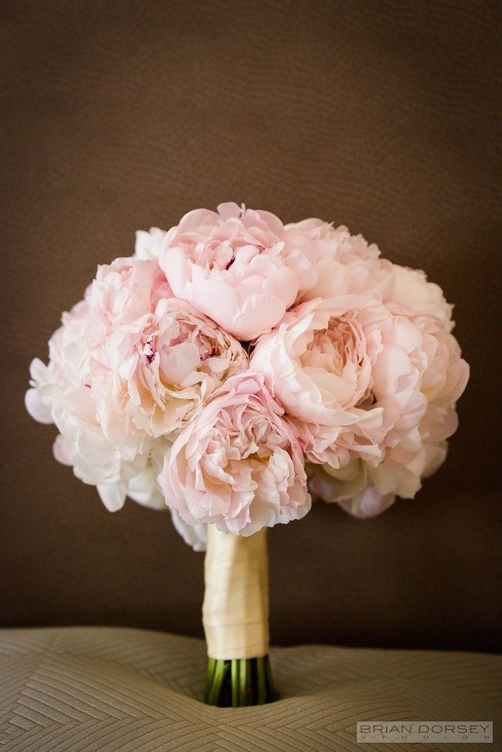 Stunning wedding bouquet idea; photo: Brian Dorsey Studios