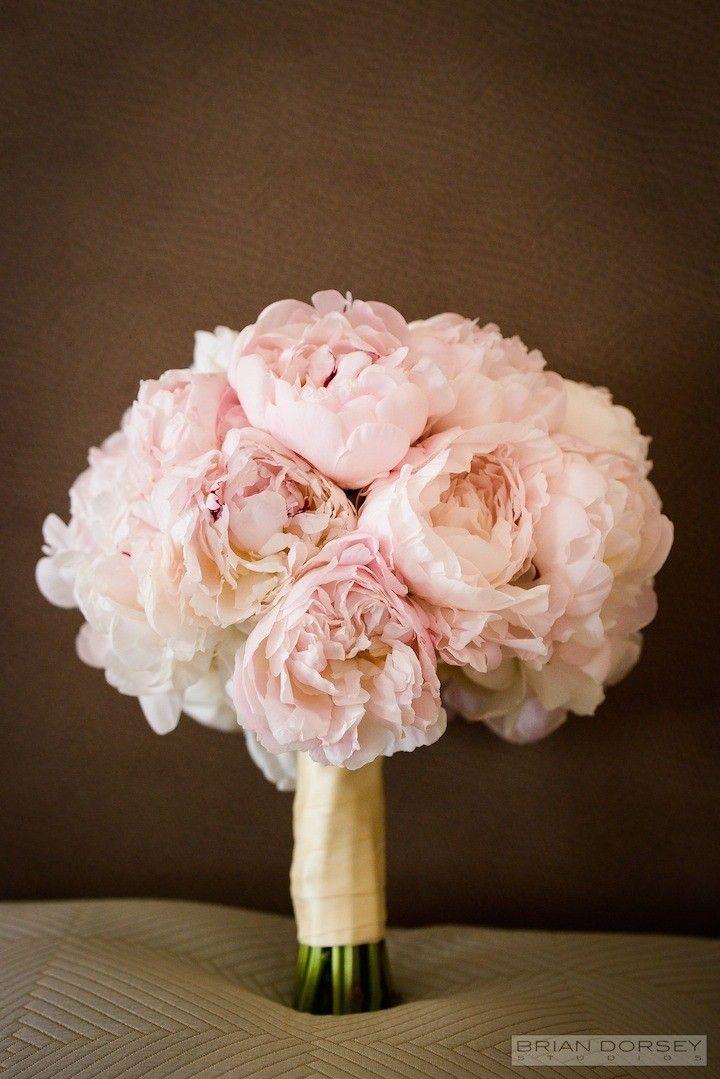 Stunning wedding bouquet idea; photo: Brian Dorsey Studios