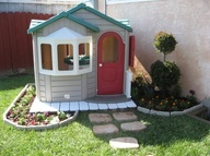 Creative way to turn a tacky kids playhouse into a cozy cottage corner!