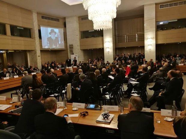 Хрвати напустили салу: Хрватска делегација изазвала је скандал на Конференцији о борби против антисемитизма у организацији ОЕБС у Риму. Они су напустили пленарну салу током завршног говора председавајућег Савета Јад Вашема рабина Израела Меи Лауа!