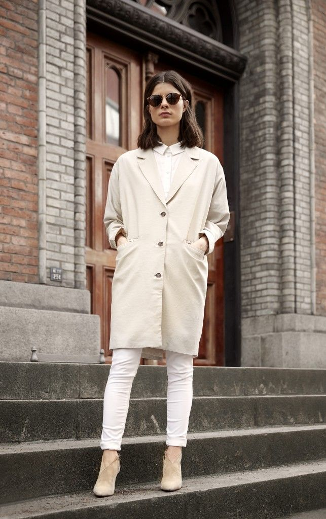 Catch the spring ease and clean up your palette with lighter, brighter colors. We are decidedly sold on the softer, the better and for us that means colors of cream. A tonal look of cream on white on tan has us grabbing our sunglasses and booking a table in the sun.