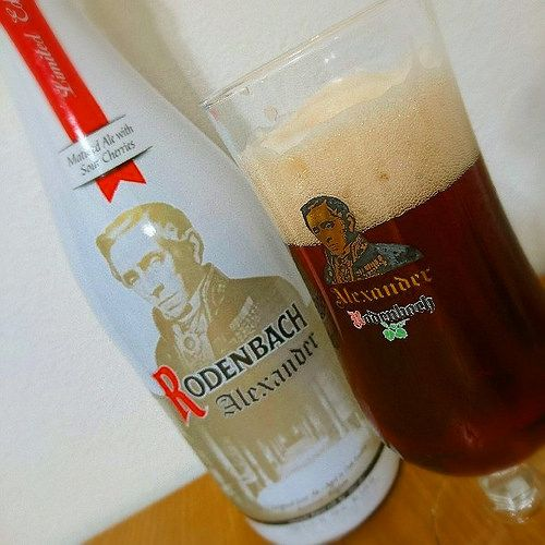 Rodenbach Alexander Rodenbach Alexander Alc.56%Vol. e75cl Brouwerij Rodenbach Spanjestraat 133 - 141 B-8800 Roeselare www.rodenbach.be