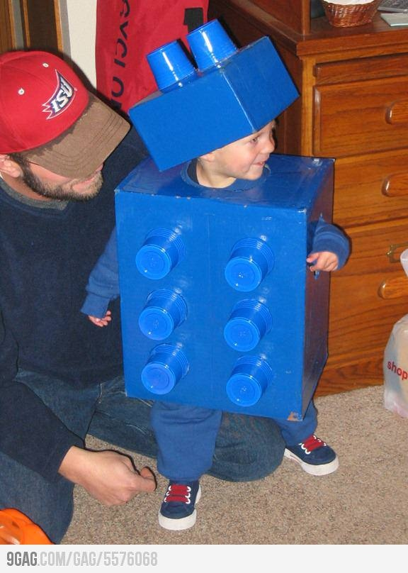 DIY super easy Lego Costume. All you need are Blue Solo Cups, a small box, a large box and blue spray paint!!