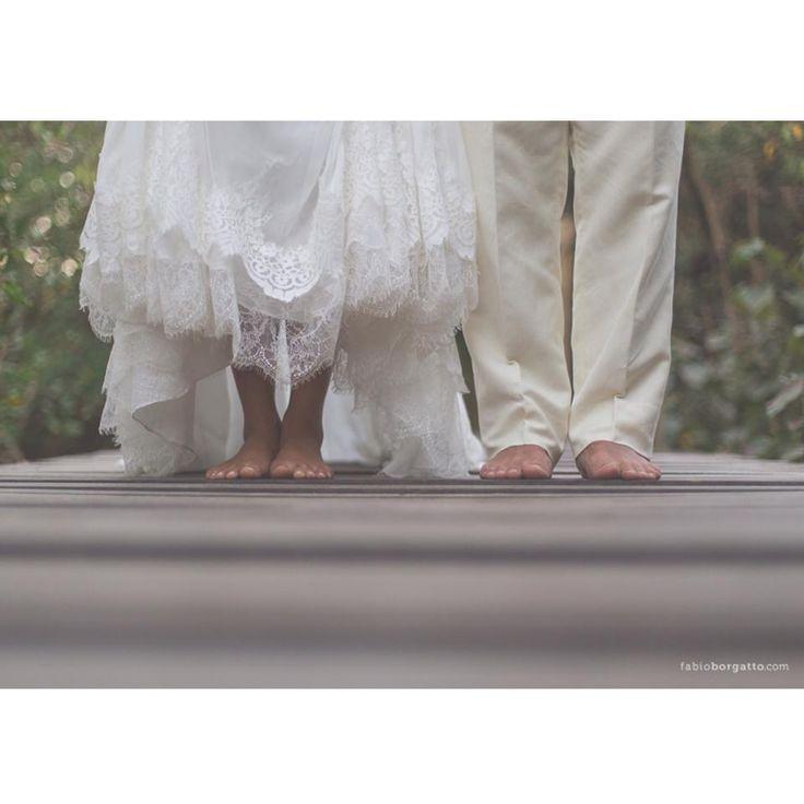 """O movimento hippie nasceu nos EUA e ganhou popularidade na década de setenta. Há muitas noivinhas apaixonadas por detalhes deste estilo e sua estética, acabam inserindo um toque chic e elegante e pronto: está formado o famoso """"hippie-chic"""". Levar um pouco desta filosofia aos altares é algo que está em alta nas tendências de casamentos para 2014."""