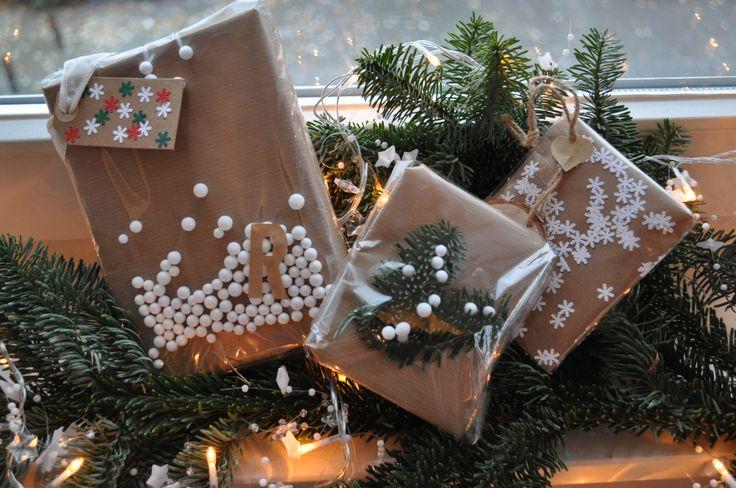 Cadeaus inpakken met bruin papier & folie - kerstcadeaus - christmas gifts -  gift wrapping