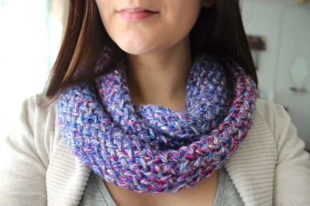Infinity Scarf Pattern Knit In The Round : 337 best images about Round Loom Knitting on Pinterest Knitting looms, Loom...