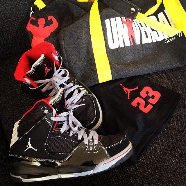 Red and Black for a killer shoulder workout. #gymgear #jordans  #universalusa #
