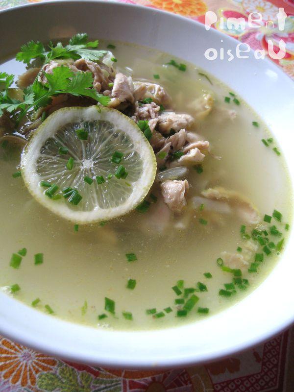 Soupe de poulet à la citronnelle et à la coriandre