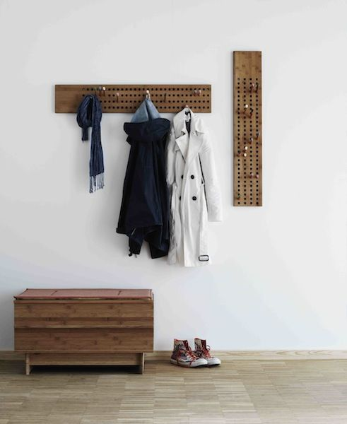 We Do Wood Designmøbler - Scoreboard er en grafisk og flot knagerække. Fra Tinga Tango Designbutik #wedowood#knagerække