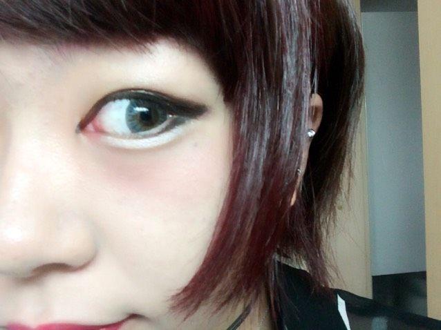 今日のメイク saeteen♡ さんのメイク方法・やり方 MAKEY [メイキー] チークを目頭にのせますアイシャドウで涙袋の影をつけてから白いライナーで涙袋を強調させます