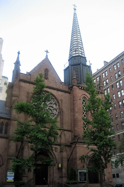 St. James Church  865 Madison Avenue  Where Nate's cousin Tripp van der Bilt gets married, and Blair schemes with Nate's grandfather. (Ep 221)