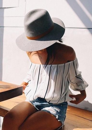 street style / off-the-shoulder stripes | Her Couture Life www.hercouturelife.com