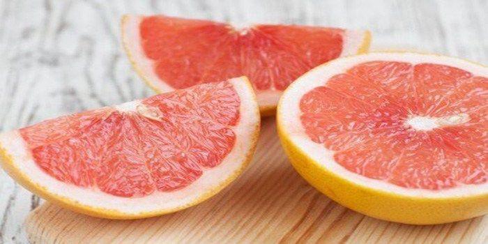 Grapefruitis een fruitsoort met zeer goede eigenschappen voor je gezondheid. Het is een ongelofelijke bron van vitaminen, waardoor het een essentieel onderdeel van je dagelijkse dieet zou moeten z…