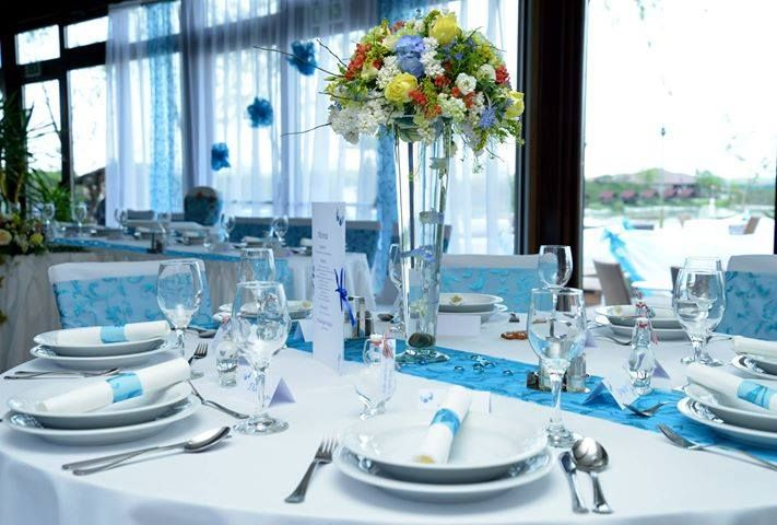 wedding table decoration blue and white