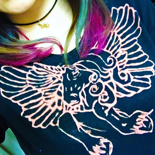 WEBSTA @ luna7blue1 - @tatsucrossfaith のお胸にあるタトゥーと同じデザインで @mochu25  さんが作ってくれた-----🦄💘はぁぁ😍😍😍#crossfaith#tatsuyaamano#tatsucrossfaith#unicorn#tshirt#dye#tattoo#タトゥー#ユニコーン#ヘアカラー#グラデーションカラー#マニパニ#fuchsiashock#bluemoon#manicpanic