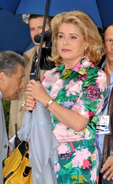 Catherine Deneuve Photos - Actress Catherine Deneuve attends the Un Conte De Noel Photocall at the Palais des Festivals during the 61st Cannes International Film Festival on May 16, 2008 in Cannes, France. - Cannes 2008: Un Conte De Noel - Photocall