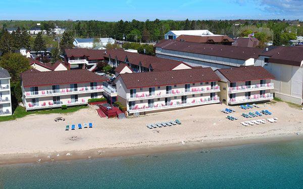 Super 8 Beachfront With Images Mackinaw City Hotels Mackinaw