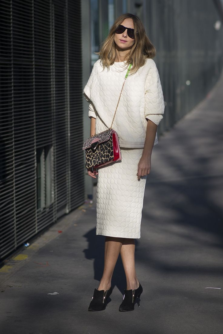 A leopard-print bag gives all white an upgrade. #Streetstyle at Paris Fashion Week #pfw