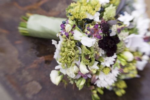 Bridal bouquet made with toad lilies, bouvardia, chocolate cosmos, sweet peas, seedpods, cyclamen and scabiosa. Created by Françoise Weeks.  gorgeous bridal bouquetgorgeous bridal bouquet2gorgeous bridal bouquet3  Phootography by: Joni Shimabukuro