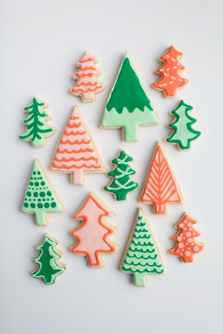 it would be fun to make these out of clay so that they could be wall hangings that look like cookies. ALSO WOULD BE FUN TO DO A GINGERBREAD HOUSE FRONT AND TWO GINGERBREAD PEOPLE!