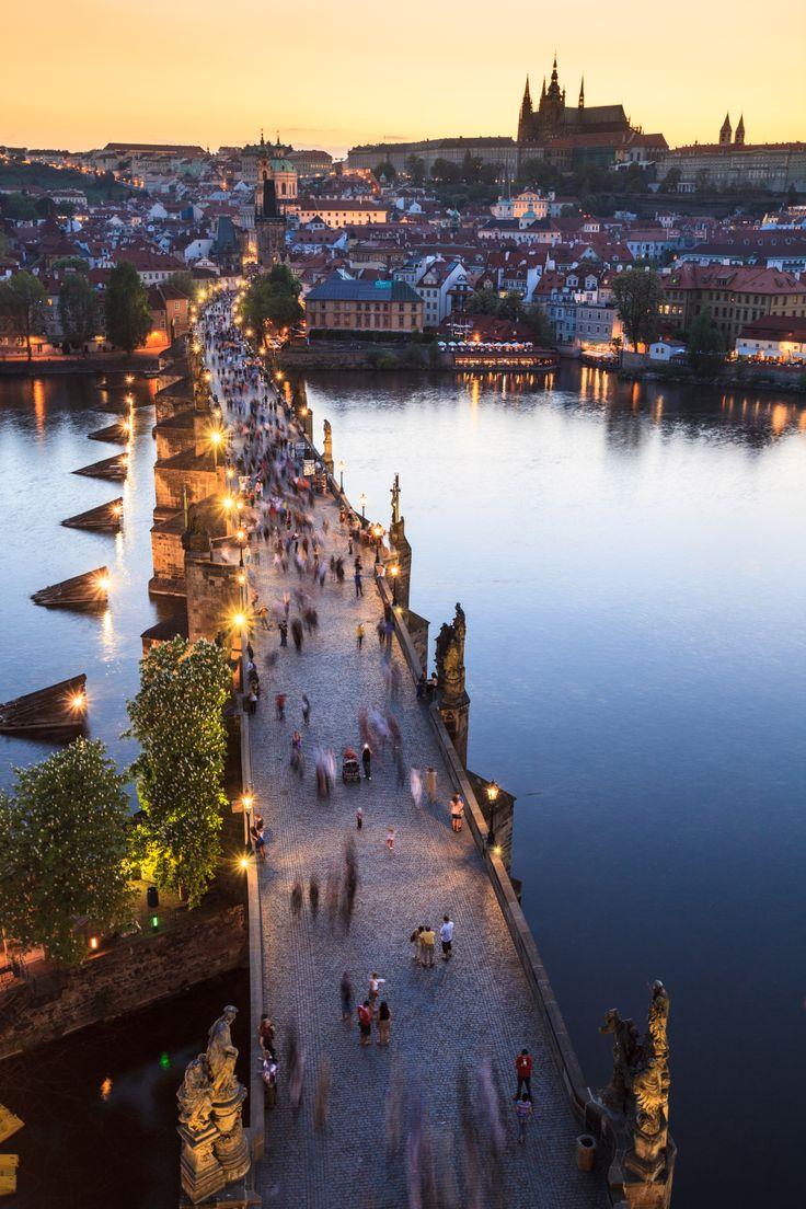 El famoso Puente de Carlos en Praga