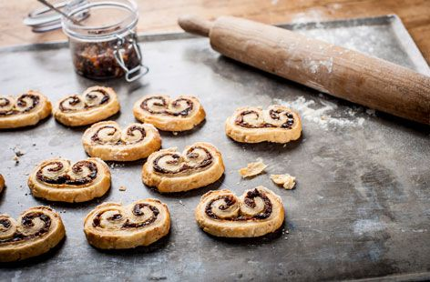 Rustle up these boredom buster mini mincemeat puffs by Adam Byatt with the kids this Christmas. Visit Tesco Real Food for this and many more fun family festive recipes.