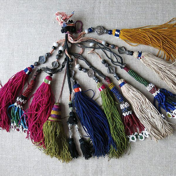 afghanistan-group-of-various-size-and-origin-tribal-tassels