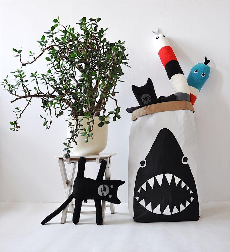Kot akrobata / wąż / rekin #kidsdesign #szaryfika #handmade #blackandwhite #toy #mascot #cat #snake #shark