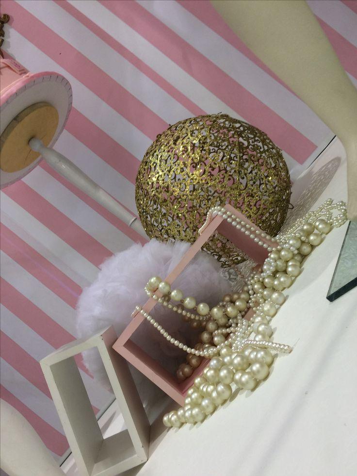 Allestimento fiera bimbi rosa e bianco a strisce  Scenografie di serena