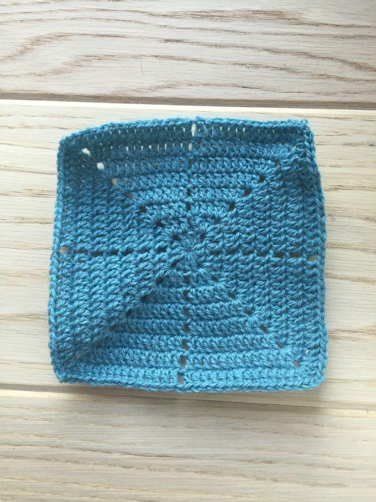 Minecraft firkanten Til minecraft tæppet har jeg brugt denne firkant. Den ligner meget den firkant som f.eks. Lytteridyl bruger i det flotte lappetæppe men med en lille ekstra finesse på. Jeg falde…